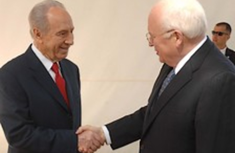 Peres meets Cheney 22488 (photo credit: GPO [file])
