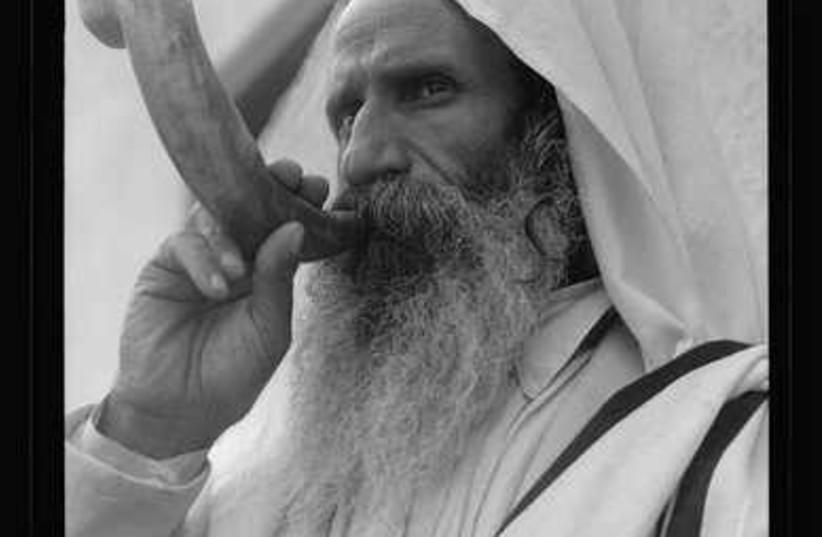 Yemenite Jew blowing the shofar (circa 1935)