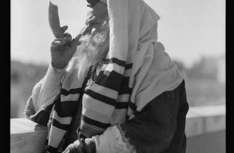 Yemenite Rabbi Avram, donning tfillin for his dail