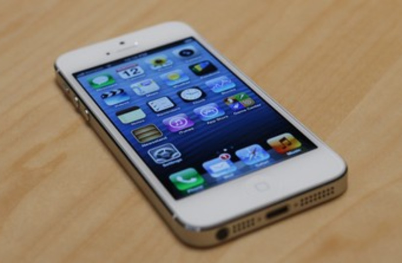 iPhone 5 370 (photo credit: REUTERS/Beck Diefenbach)