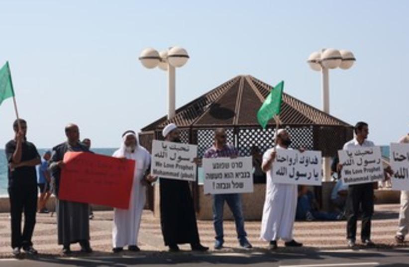 Islamic Movement protests film outside TA's US embassy 370 (photo credit: Ben Hartman)