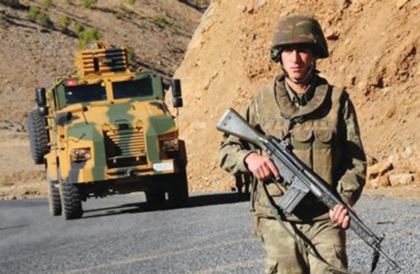 Turkish soldier near Iraq border 390 (photo credit: REUTERS)