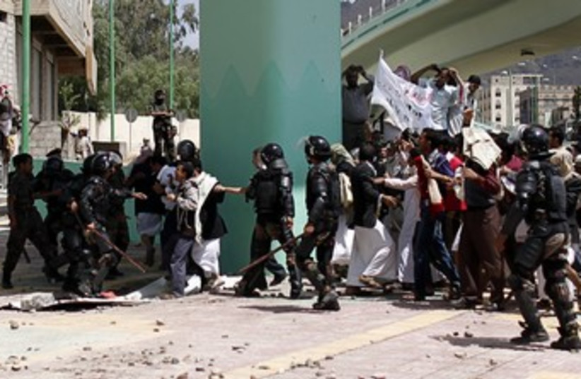 Police stop protesters entering US embassy in Yemen 370 (photo credit: Khaled Abdullah Ali Al Mahdi / Reuters)