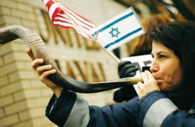 Woman blows shofar 370 (photo credit: REUTERS)