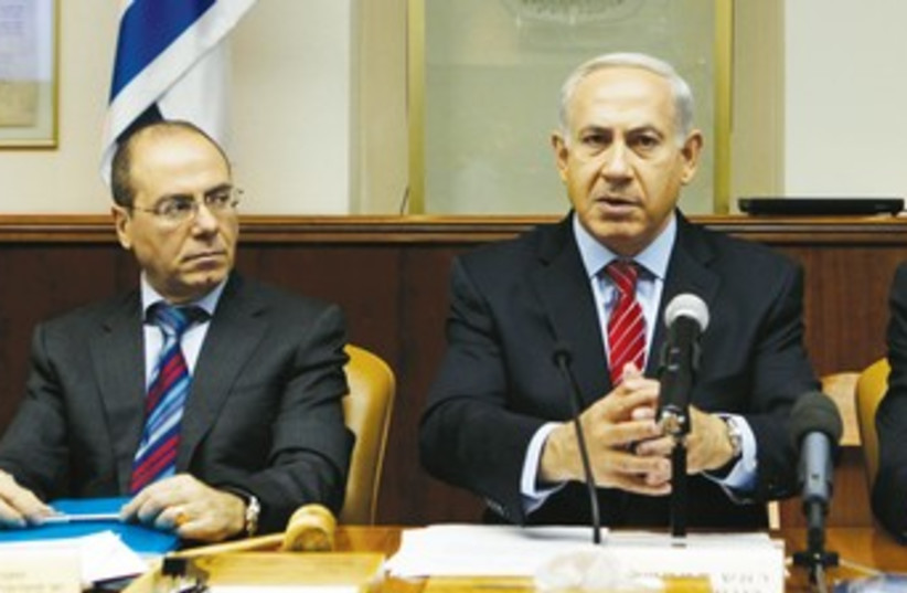 Silvan Shalom and Netanyahu 370 (photo credit: REUTERS)