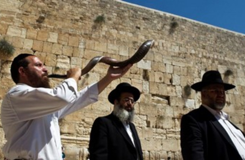 Shofar blown at western wall 370 (photo credit: Nir Elias/Reuters)