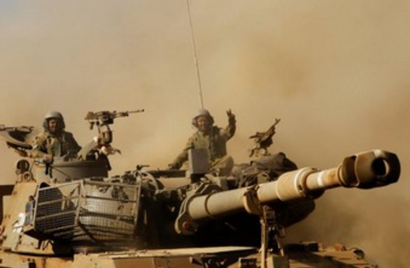 Surprise IDF drill in the North 370 (photo credit: REUTERS/Baz Ratner)