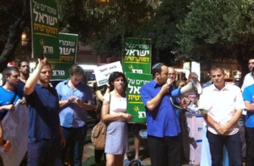 Meretz protests early end of Daylight Savings 390 (photo credit: Meretz)
