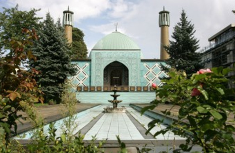 The Imam Ali Mosque in Hamburg 370 (R) (photo credit: Christian Charisius / Reuters)
