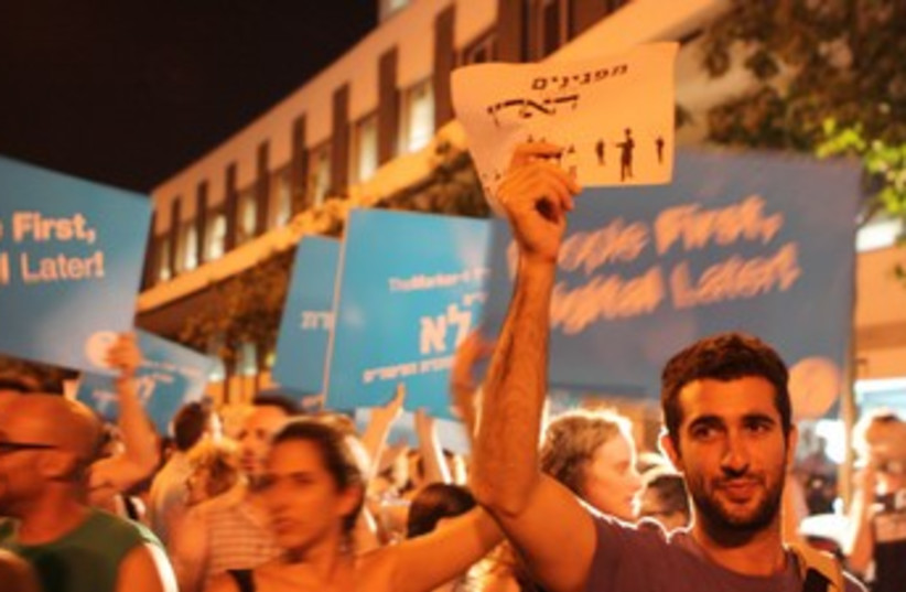 'Haaretz' employees protest impending layoffs 370 (photo credit: Ben Hartman)
