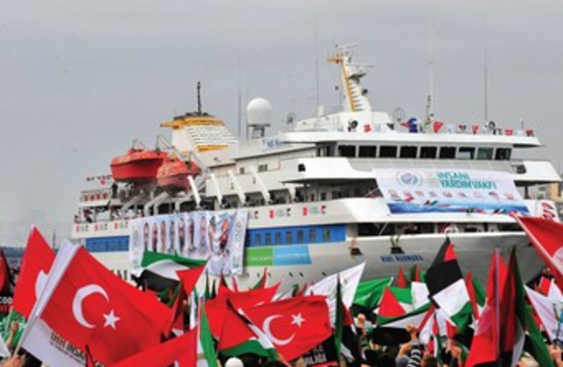 Pro-Palestinian activists with Turkish flags 370 (photo credit: REUTERS)