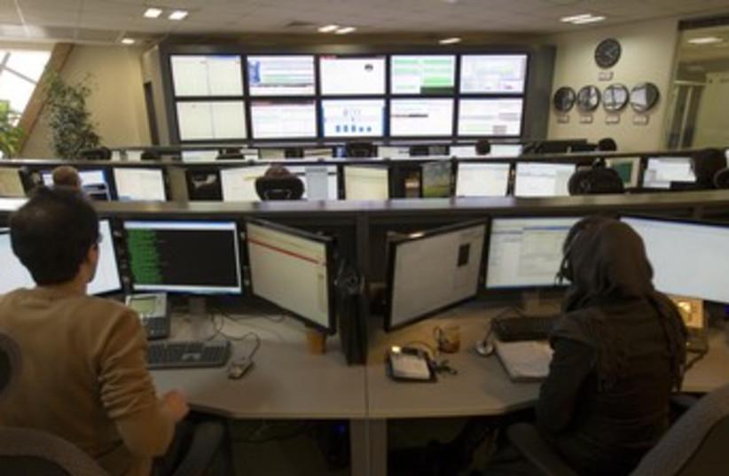 Iranians work on computer [illustrative] 370 (photo credit: REUTERS/Caren Firouz)