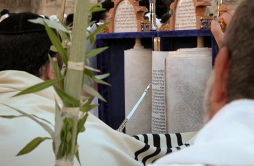 Torah at Kotel (photo credit: BiblePlaces.com)