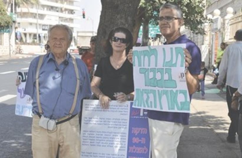 Senior citizen vigil 370 (photo credit: Danielle Ziri)