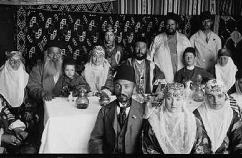 Family in Jerusalem succa (photo credit: American Colony-Jerusalem-Photo Dept.)