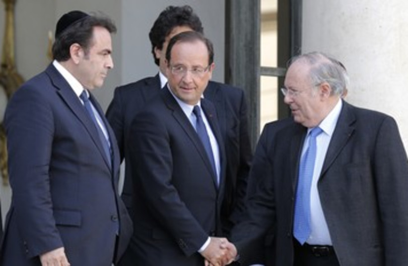 Hollande with French Jewish leaders 390 (photo credit: reuters)