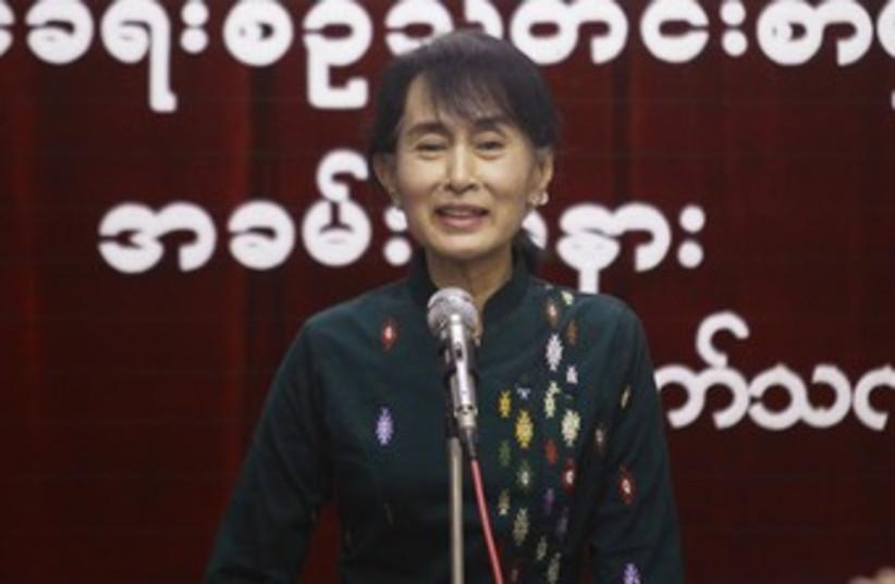 Aung San Suu Kyi 370 (photo credit: Soe Zeya Tun / REUTERS)