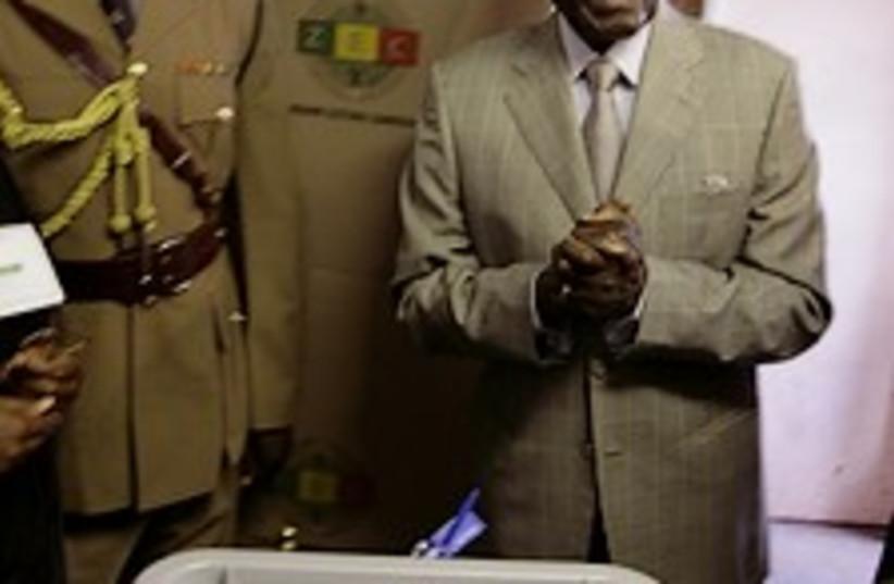 Zimbabwe elections 224.8 (photo credit: AP )