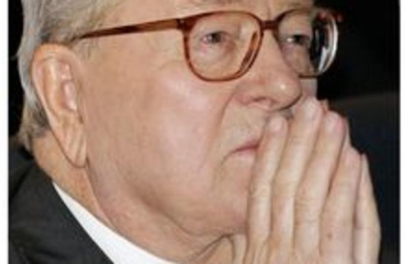 La France embourbée Le Pen (photo credit: Reuters)