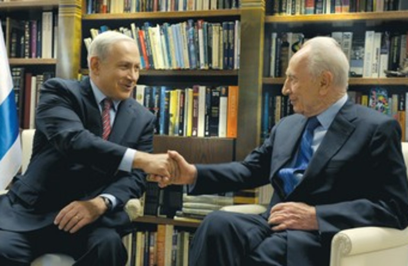Netanyahu and Peres 370 (photo credit: Moshe Milner/GPO)