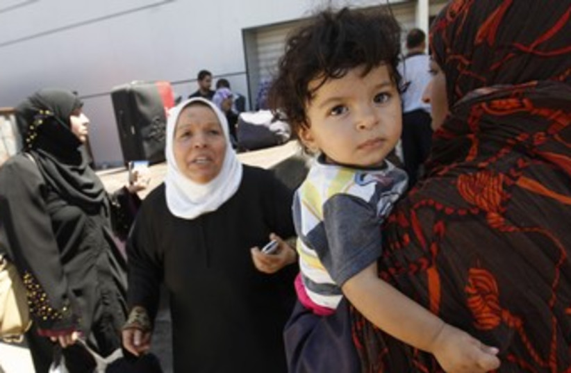 Palestinians returning from Egypt cross into Gaza 370 (photo credit: REUTERS)