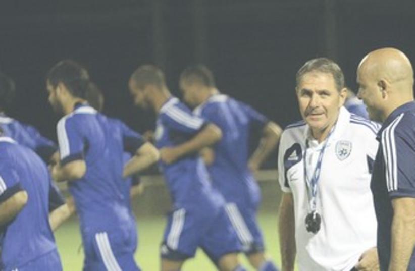 ISRAEL COACH Eli Gutman, Yossi Abuksis 370 (photo credit: Adi Avishai)