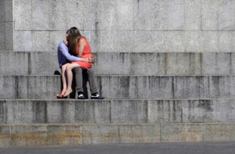 Couple kissing 370 (photo credit: Reuters)