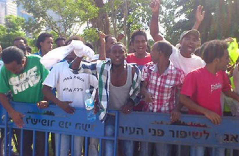 Eritrean migrants protest Negev detention center 370 (photo credit: Ben Hartman)