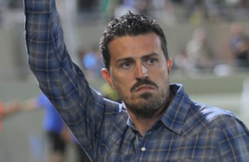 MACCABI TEL AVIV coach Oscar Garcia (photo credit: Adi Avishai)