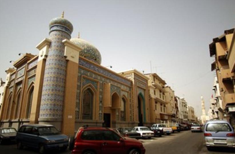 Iranian mosque 370 (photo credit: Shane T. McCoy / cc)