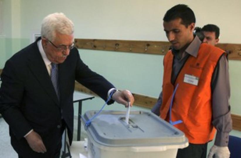 PA President Mahmoud Abbas votes 370 (photo credit: REUTERS/POOL New)