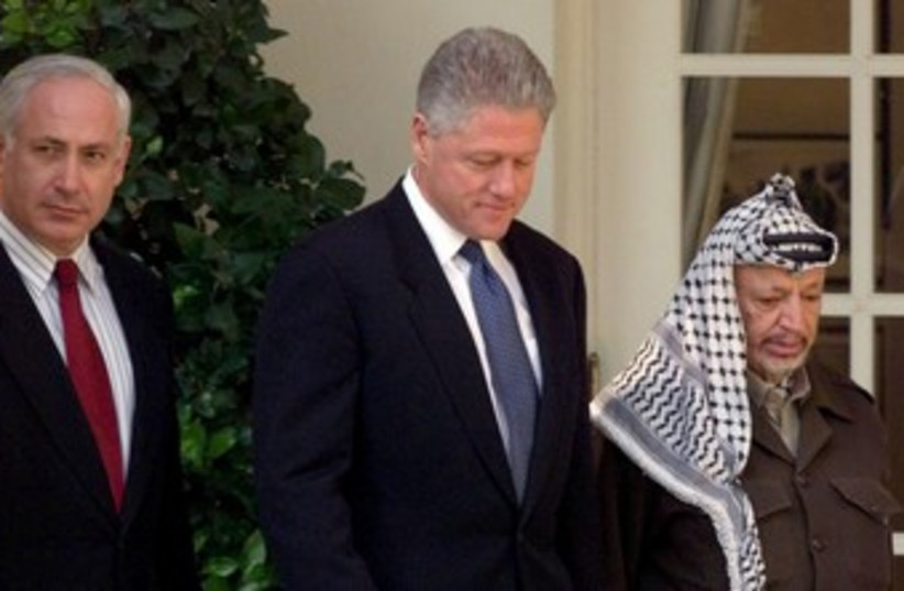 Binyamin Netanyahu, Bill Clinton and Yasser Arafat  370 (photo credit: REUTERS)