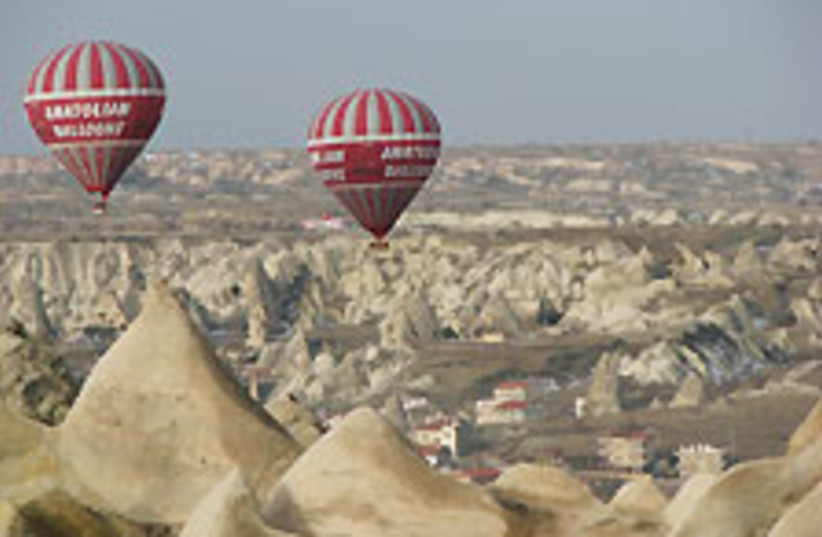 Turkey balloon 88 224  (photo credit: Ofer Zemach)