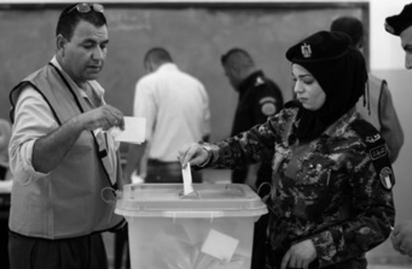 Municiple elections voting (photo credit: REUTERS)