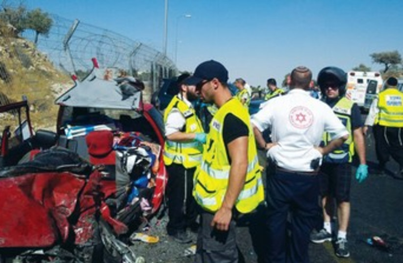 ZAKA volunteer at site of csr crash 370 (photo credit: Boaz Ben-Ari)