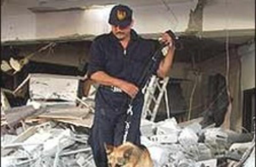 Egyptian policeman 224.8 (photo credit: AP)