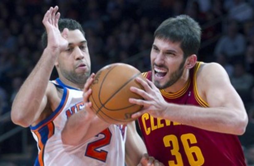 Cleveland Cavaliers Omri Casspi 370 (R) (photo credit: Ray Stubblebine / Reuters)