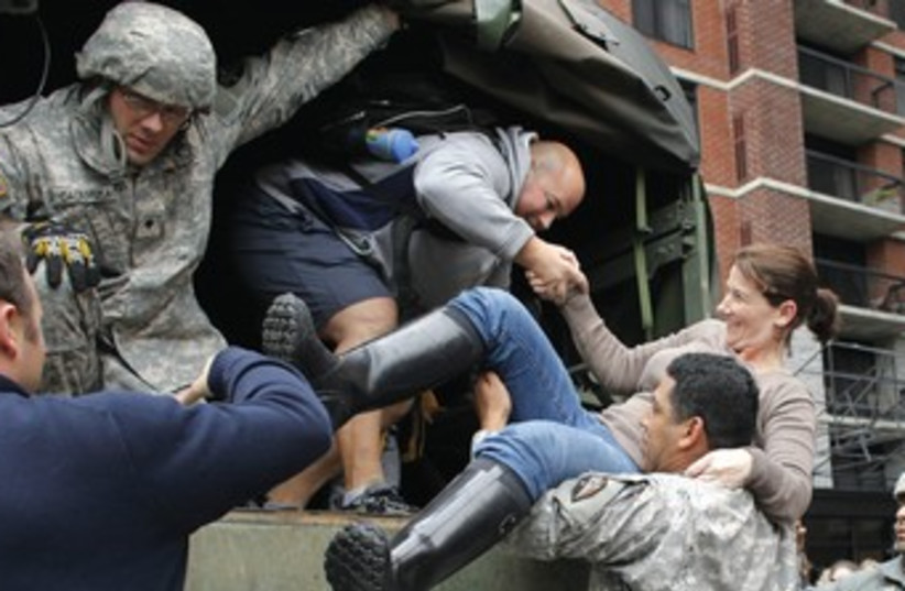 US soldiers help rescue New Jersey residents from storm 370 (photo credit: Eduardo Munoz/Reuters)