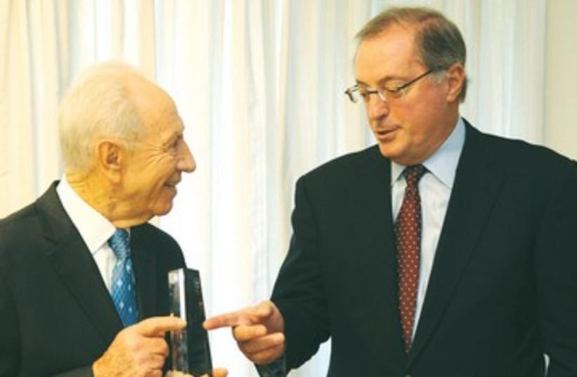 Shimon Peres with Intel CEO Paul Otellini 390 (photo credit: Kobi Gideon/GPO)