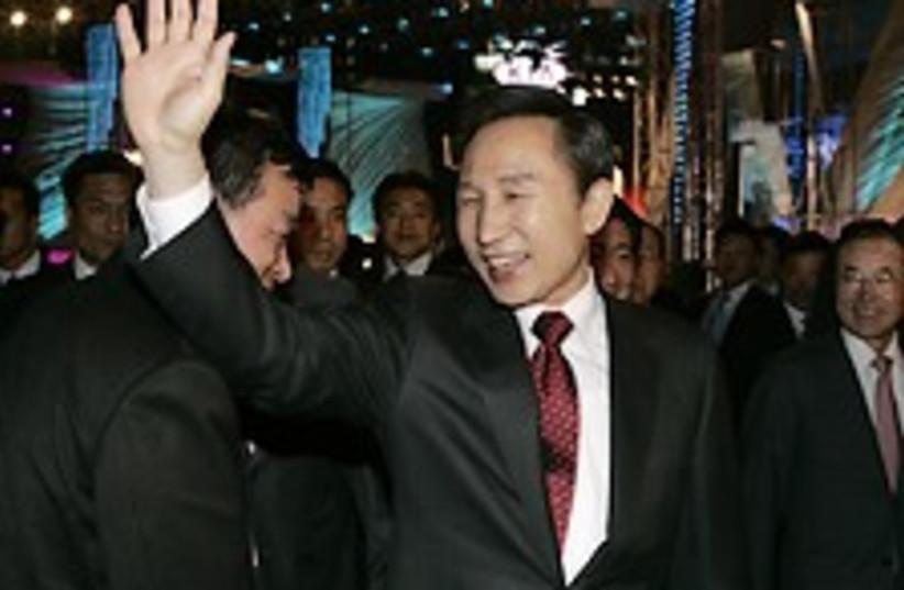 Lee Myung-bak 224.88 (photo credit: AP)