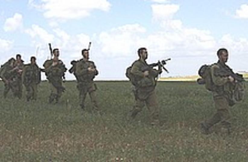 IDF soldiers gaza 224.88 (photo credit: AP)