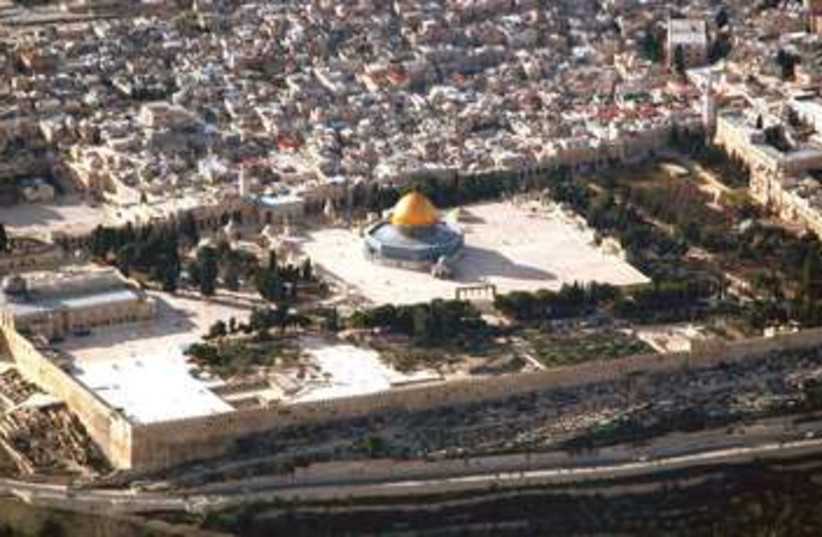 Temple Mount aerial from north 370 (photo credit: BiblePlaces.com)