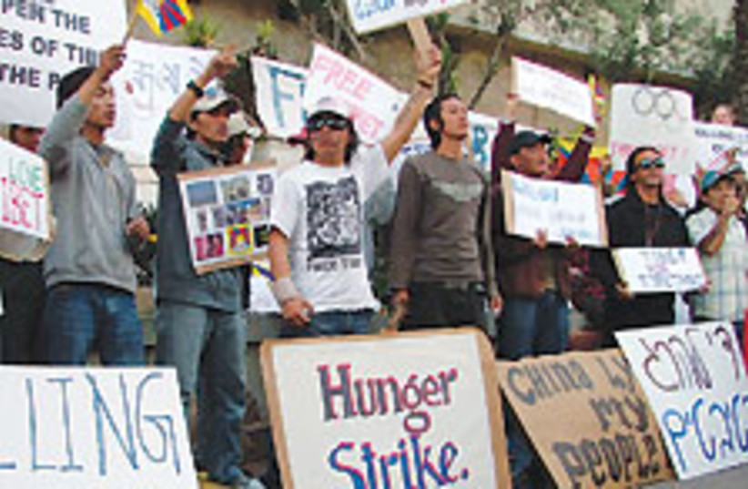 tibet ta protest 88 224 (photo credit: Tamar Dressler)