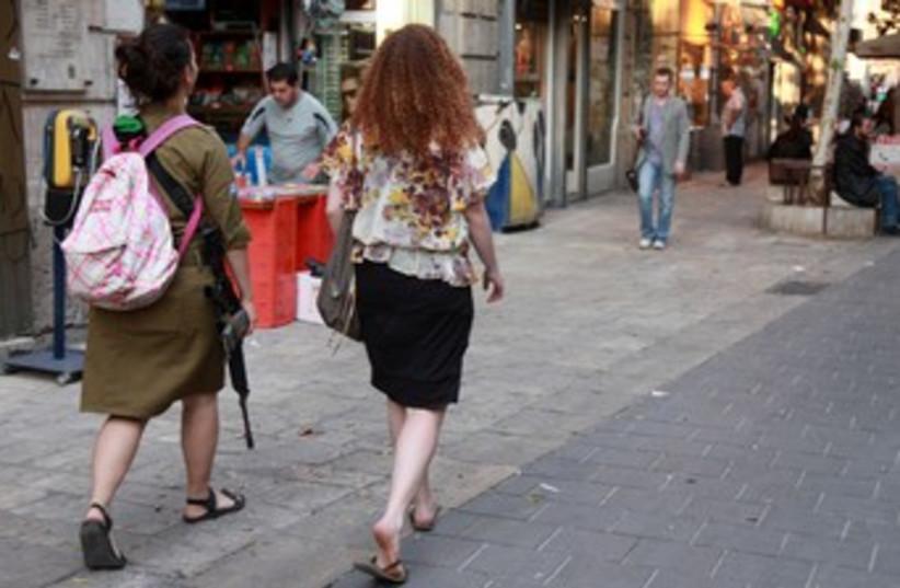 Religious IDF women (photo credit: Marc Israel Sellem)