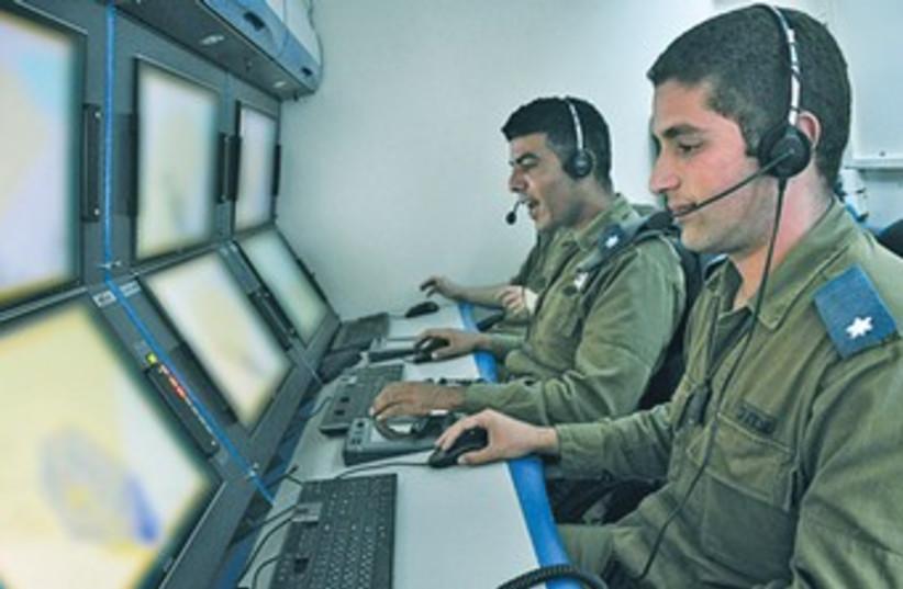 Iron Dome command center 370 (photo credit: IDF Spokesman)