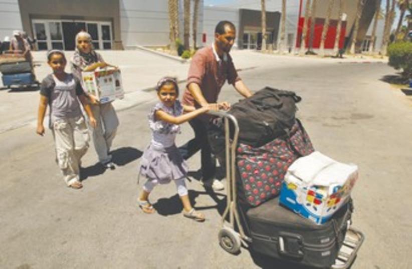 Rafah crossing 370 (photo credit: Ibraheem Abu Mustafa/Reuters)