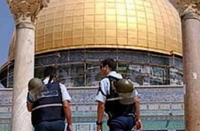 police Temple mount 224. (photo credit: Ariel Jerozolimski)