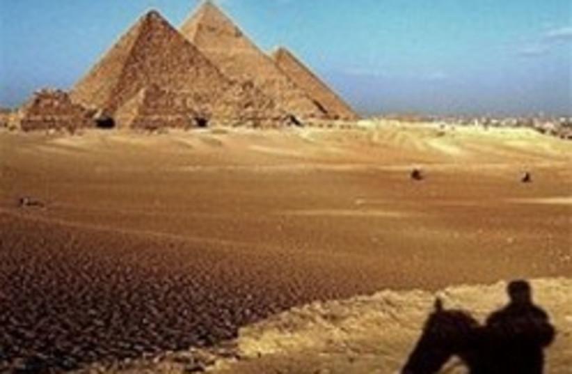 pyramids 224 88 (photo credit: )