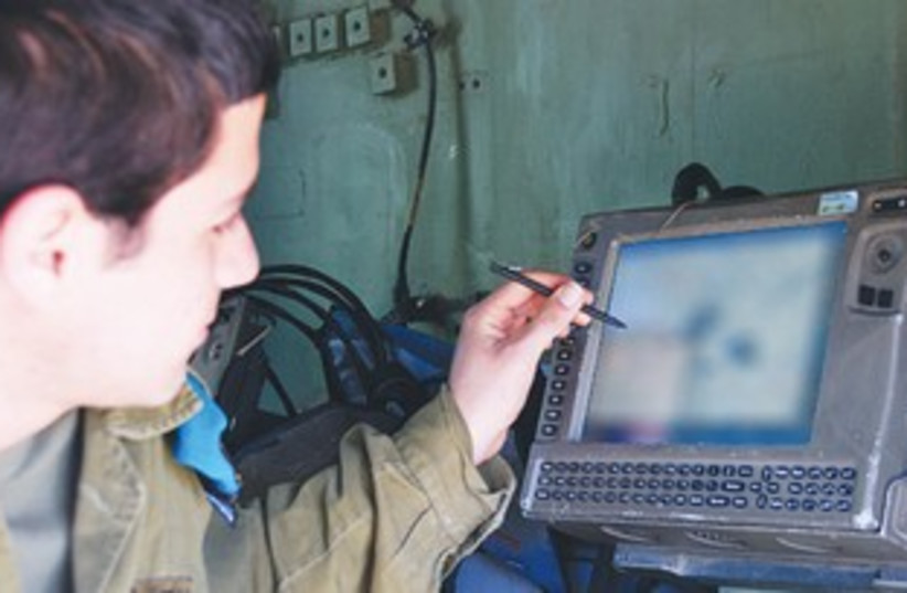 AN IDF soldier uses the 'Digital Ground Army' system 370 (photo credit: IDF Spokesman)