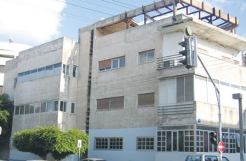 Bar Noar gay youth center in Tel Aviv 370 (photo credit: Wikimedia Commons)